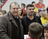Helmuth Duckadam semneaza o colectie de echipament de sport