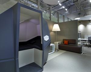 Biroul viitorului poate avea o cabina pentru siesta