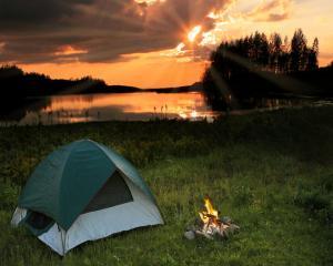 Camparea aproape de casa devine o tendinta in Franta