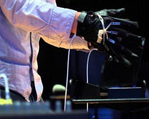 Dirijorul digital face muzica fara orchestra