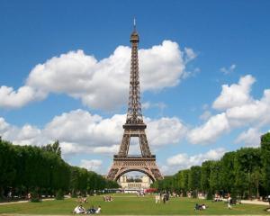 Turnul Eiffel devine eco