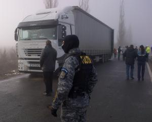 40 tone de obiecte pirotehnice in valoare de 80.000 euro, ridicate de politisti