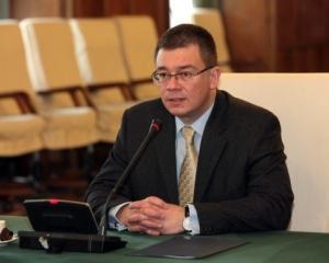 Premierului Ungureanu nu-i plac piscinele din bani publici sapate in fiecare localitate