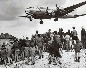 12 mai 1949: este ridicata blocada Berlinului