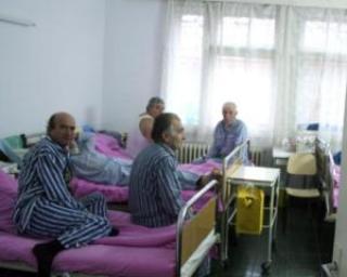 Aglomeratie si mai mare in spitale: Numarul de paturi se va reduce cu 5.700 in 2011
