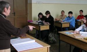 OMEN 4884/2018: Peste 4000 de profesori in pericol de a-si pierde posturile