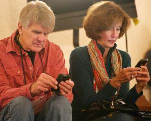 STUDIU: Este tot mai dificil pentru clienti sa distinga, in labirintul telefoniei mobile, noile servicii pentru smartphone