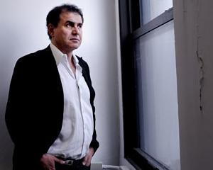 Roubini bate cu pumnul in masa: Grecia trebuie sa intre in incapacitate de plata si sa renunte la euro