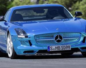 Mercedes a prezentat la Paris cea mai puternica masina electrica de serie