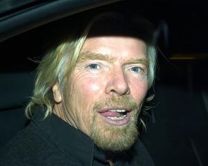 Richard Branson: Costumul si cravata nu isi au rostul in lumea afacerilor de astazi