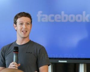 Telefonul Facebook ar putea fi doar o aplicatie?