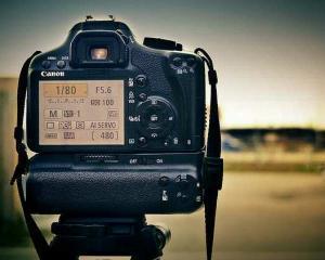 Canon EOS sarbatoreste 25 de ani de experienta in fotografie