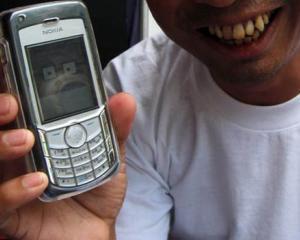Vodafone si China Mobile vor sa cucereasca piata de telefonie mobila din Myanmar