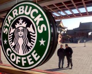 Chinezii ocupa cafenelele Starbucks cu pachetele aduse de acasa