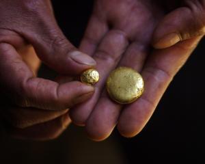 Romania face parte din clubul celor 35 de tari care au rezerve de aur de peste 100 de tone