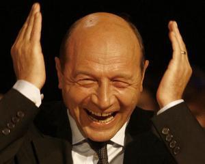 Ion Iliescu: Basescu e autist, se face ca nu aude
