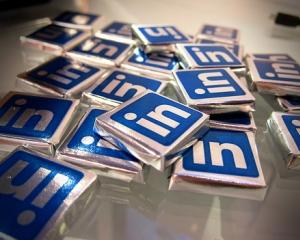 LinkedIn cumpara SlideShare pentru 119 milioane de dolari