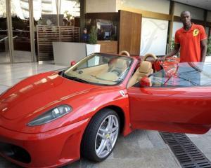Cu ce masini concureaza Usain Bolt