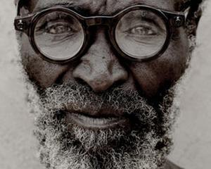 Ochelari ieftini, cu lentile ajustabile, pentru tarile sarace