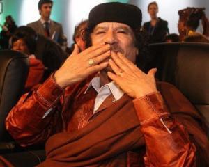 Gadhafi si manifestarile sale ciudate de afectiune