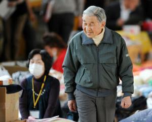 Imparatul Japoniei, Akihito, face prima vizita in zona dezastrului