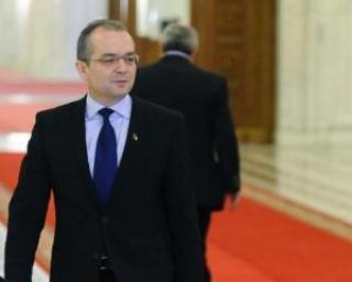 Premierul Emil Boc spune ca vor fi schimbate conducerile companiilor de stat
