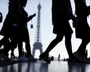 Un francez din doi crede ca Franta poate ajunge in situatia Greciei - sondaj