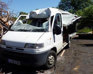 Doreii din Anglia: Angajatii de la centrul de reciclare i-au distrus masina din greseala
