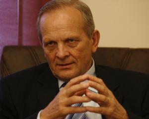 Stolojan: Romania este avantajata de semnarea Tratatului privind stabilitatea, coordonarea si guvernanta in UEM
