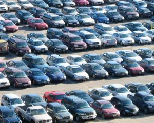 Cu cat au scazut vanzarile de autoturisme in Romania