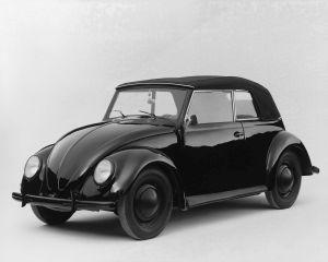 17 februarie 1972: Modelul Volkswagen Beetle devine cel mai vandut automobil din lume