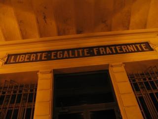 Libertate, discriminare, fraternitate: Franta taxeaza toate tabletele cu exceptia celor Windows