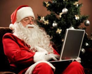Mos Craciun EXISTA in mediul online si ii poti spune ce cadouri iti doresti   sub brad