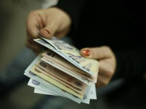Proiect de lege privind plafonarea dobanzii anuale.Cum isi pot recupera datornicii bunurile?