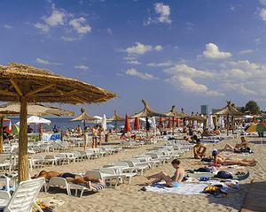 ANAT: De 1 mai, pe litoralul romanesc sunt 20.000 de romani, fata de 7.000 pe plajele bulgaresti