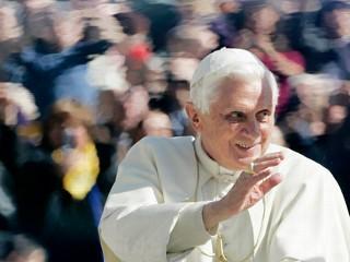 Papa Benedict: Casatoria nu e un drept absolut