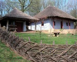 Casa Saseasca de la Dealul Frumos, in planul apropiat al Muzeului Satului