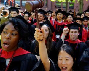 Top 6 cele mai banale motive pentru care tinerii aleg sa studieze la o facultate de drept