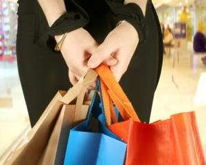 65% dintre romani compara preturile inainte de a face o achizitie