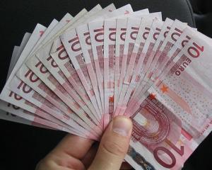 Ce fel de credit ar putea primi o familie cu venituri lunare de 2.900 de lei?
