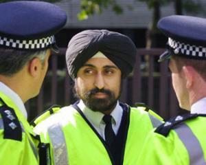 Marea Britanie devine mai periculoasa: Unul din zece politisti isi va pierde jobul