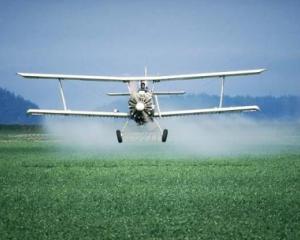 UE inchide ochii in fata unor pesticide periculoase