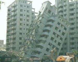 Proprietarii de locuinte trebuie sa isi asigure in continuare casele impotriva dezastrelor naturale
