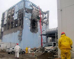 Doi muncitori de la Fukushima, spitalizati din cauza dozei mari de radiatii la care au fost expusi