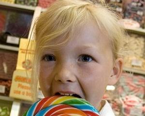 O fetita in varsta de sase ani detine trei magazine de dulciuri in Marea Britanie