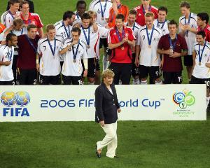 Angela Merkel incurajeaza fotbalistii homosexuali sa isi recunoasca orientarea sexuala
