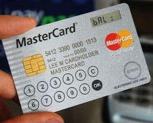 Credit Europe Bank va lansa in Romania primul card MasterCard cu display