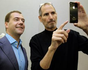 Profitul Apple creste in trei luni cat al altora in zece ani