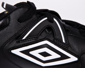 Nike a vandut brandul Umbro companiei Iconix Brand Group, pentru 225 milioane de dolari