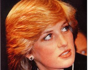 Doua rochii ale printesei Diana s-au vandut cu 276.000 de dolari